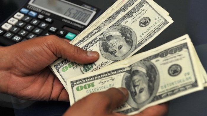 Dólar se vende en 18.80 pesos en promedio en aeropuerto capitalino
