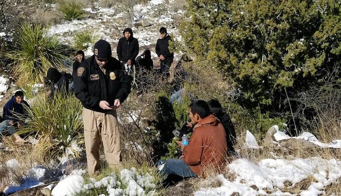 Muere indocumentado guatemalteco y rescatan a otros 14 en desierto — USA