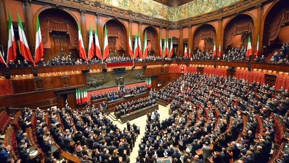 El presidente de Italia disuelve el Parlamento del país
