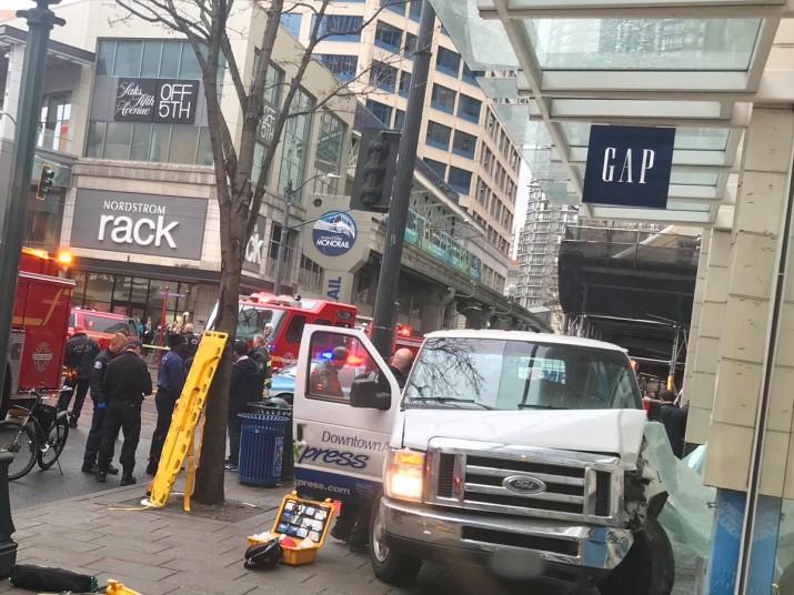 Ahora en Seattle: camión atropella a peatones y deja 4 heridos