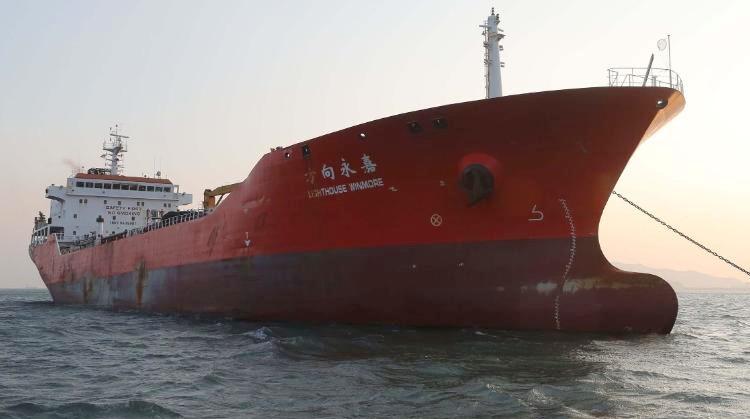 Buques chinos venden en secreto petróleo a Corea del Norte