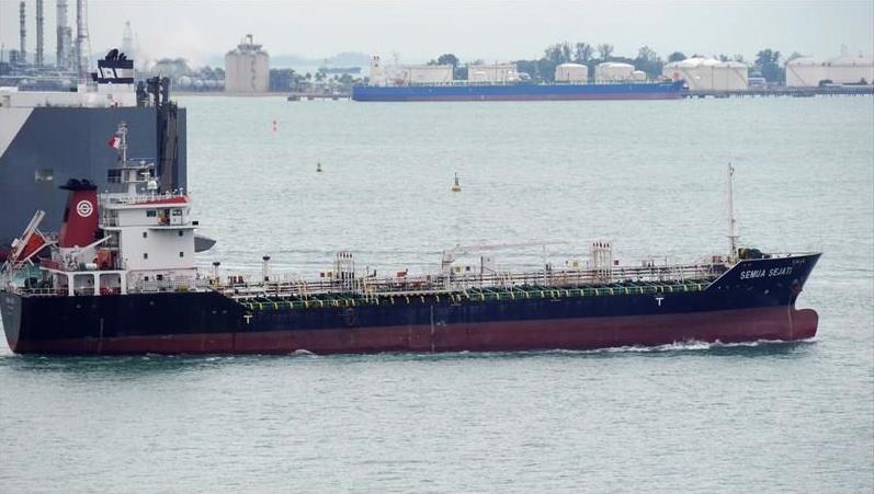 Seúl retiene barco panameño por venta de petróleo a Corea del Norte