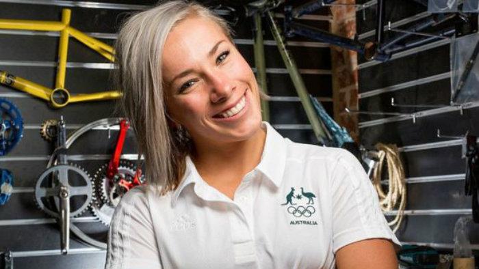 Campeona de BMX sufrió volcadura — Fuerte imagen