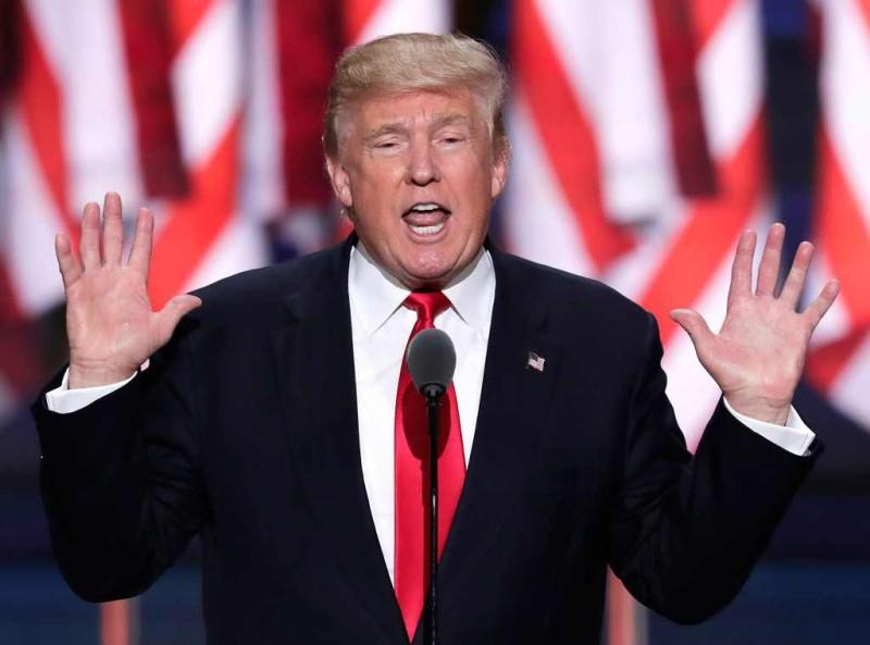 Furioso Trump ataca a Bannon: Está abandonado como un 'perro'