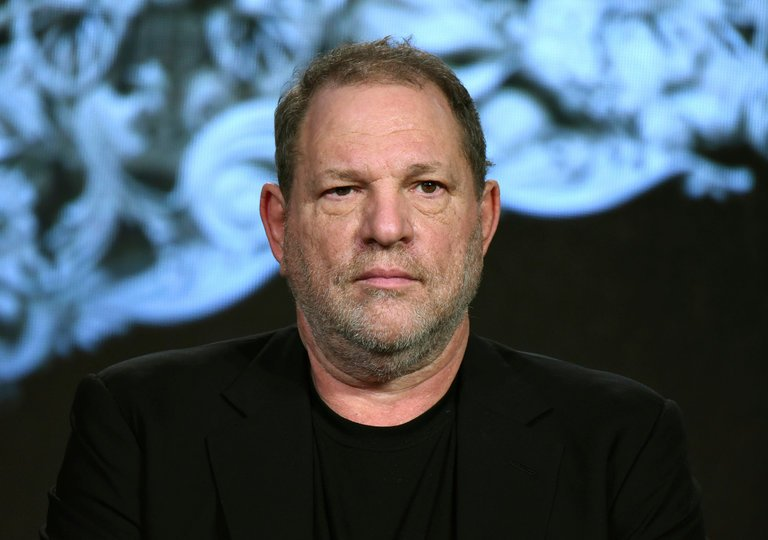 Desconocido agrede a productor Harvey Weinstein en restaurante — EEUU