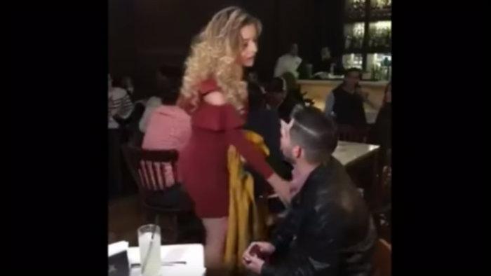 Se hace viral video de joven rechazado al pedir matrimonio