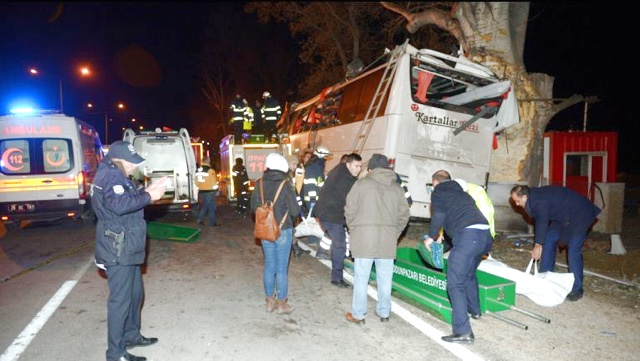 11 muertos y más de 40 heridos en accidente de autobús — Turquía