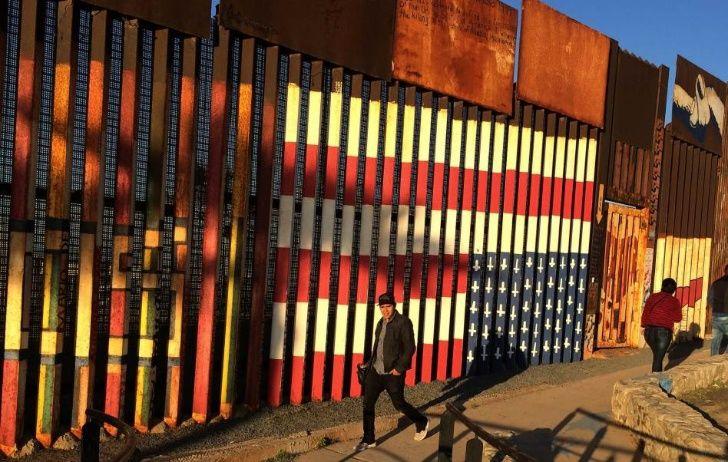 Anula leyes ambientales para construir muro fronterizo