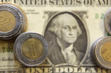 El peso se aprovecha, dólar se vende en 18.80