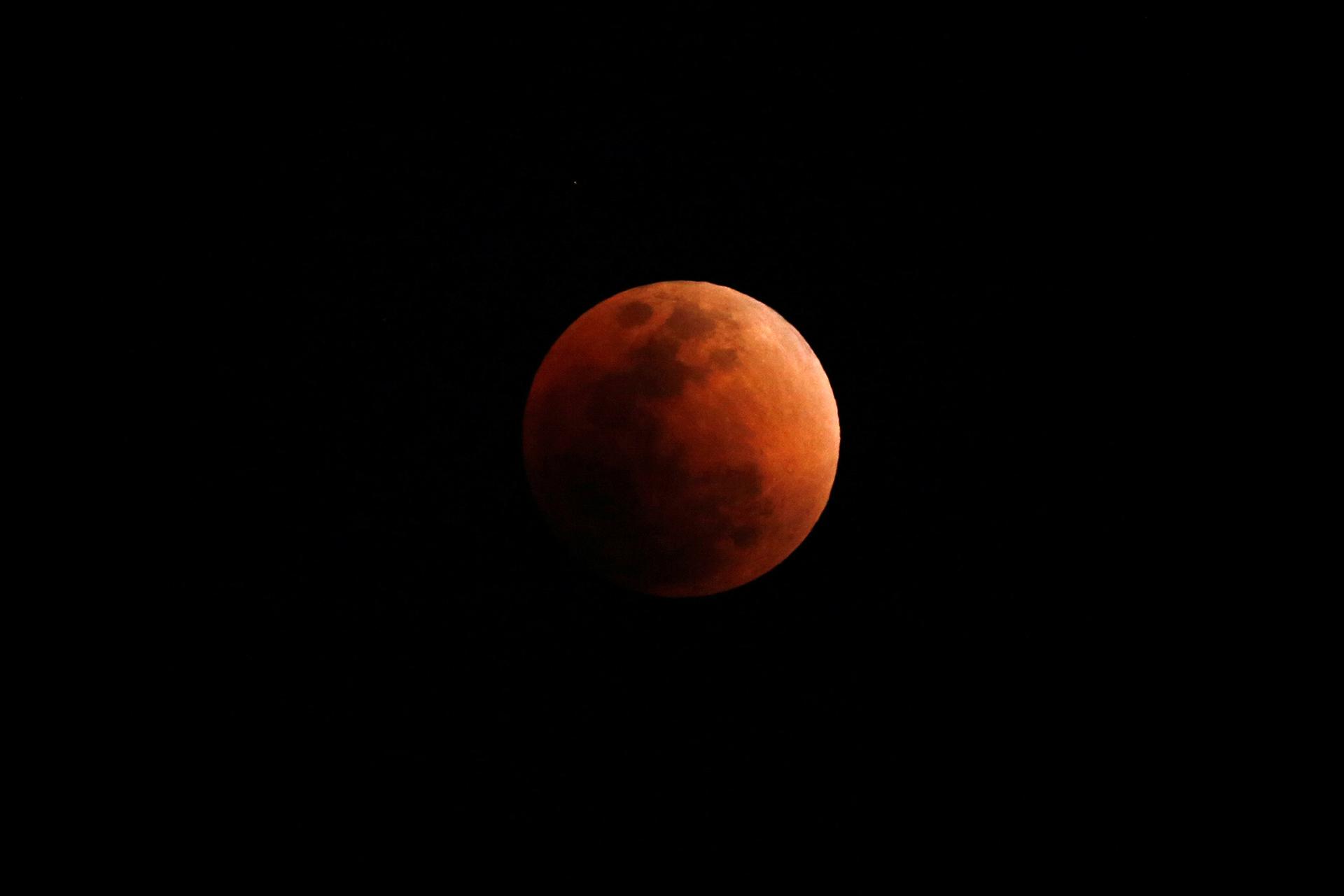 Lunar eclipse 21