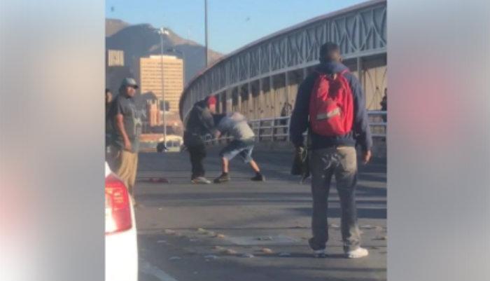 Video  pelea entre limpiavidrios en el puente santa fe