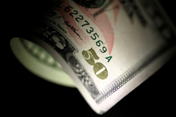 Dólar se vende hasta en 19.10 pesos en bancos