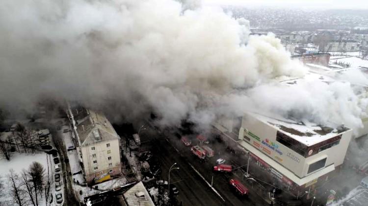 Voraz incendio en centro comercial de Rusia; al menos 37 muertos