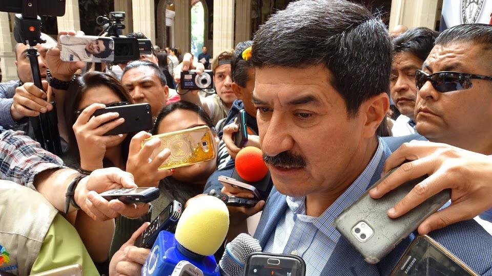 Atacan a escoltas del gobernador Javier Corral