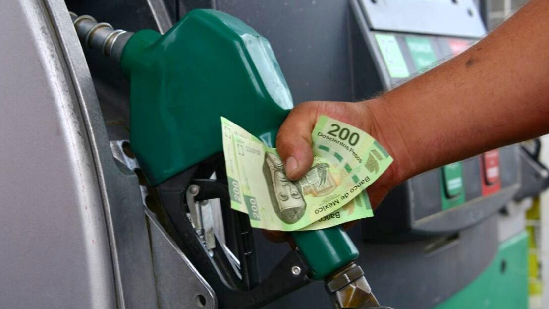 Elecciones 2018: AMLO propone precio fijo de gasolina 3 años
