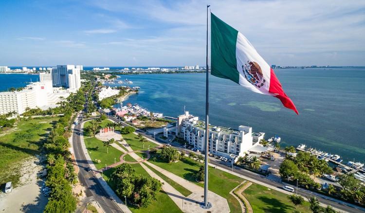 http://assets.tiempo.com.mx/uploads/imagen/imagen/173618/Vista-aerea-Cancun.jpg
