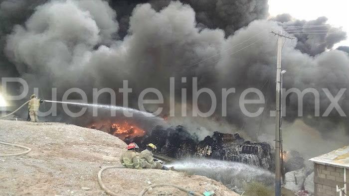 Combaten incendio en recicladora de Cd. Juárez