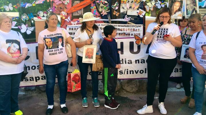 Madres de desaparecidos marchan en Reforma