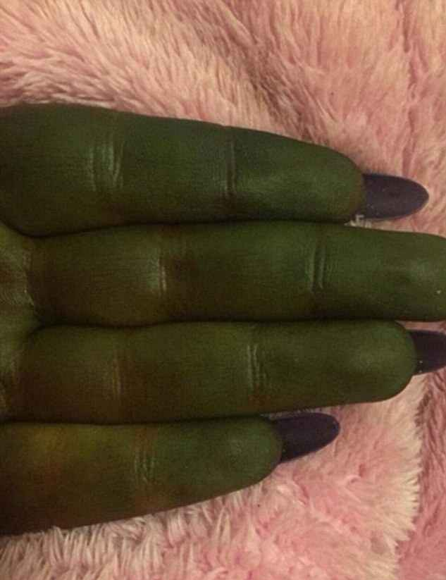 4bd90b0a00000578 5691389 not easy being green just five minutes after applying one coat o a 72 1525441875536