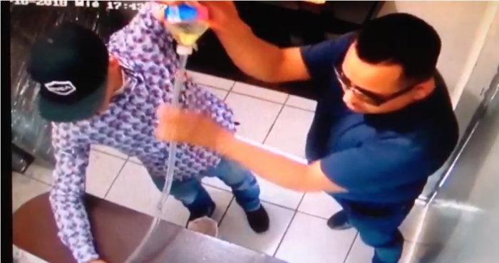 Video  rociaron a empleadas con gasolina para robar en casa de cambio