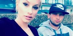 Relacionada modelo se salva po selfie