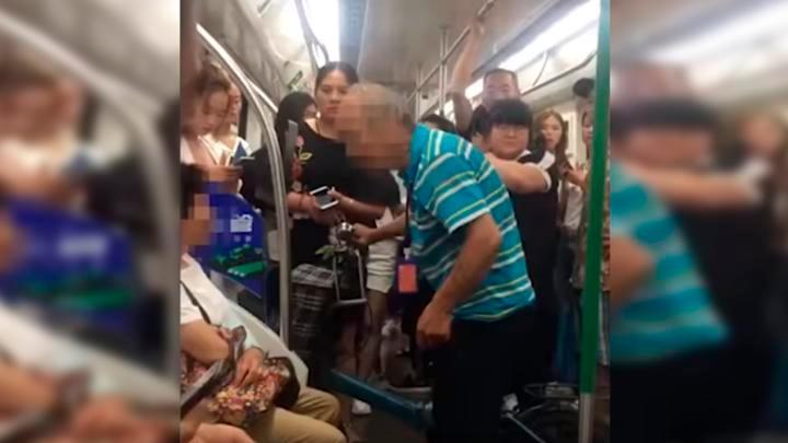 Anciano golpea a mujer por no cederle el asiento - Noticias - Nota