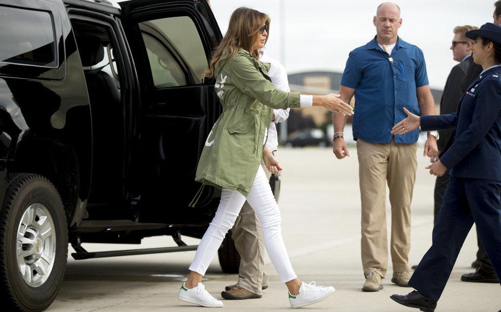 Melania Trump se reúne con niños inmigrantes en la frontera con México