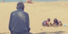 Relacionada anciano playa