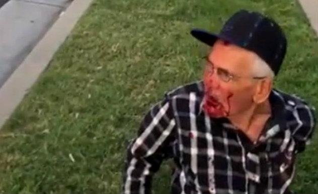 Golpean anciano mexicano eu
