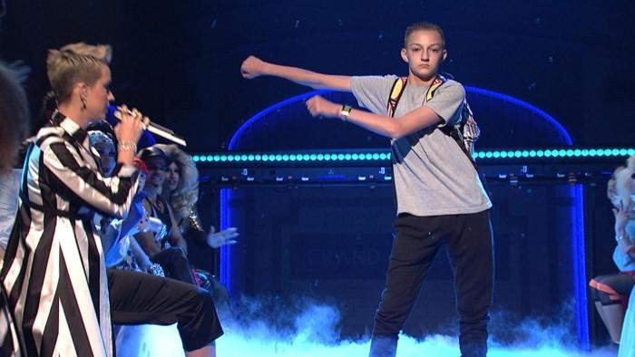 Floss dance1