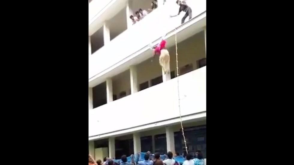"""Estudiante muere tras ser empujada de segundo piso por su maestro"""""""