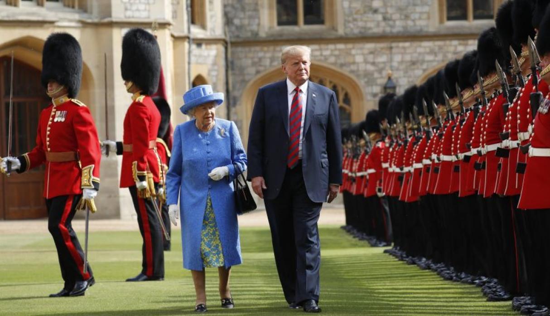 Globo del 'bebé Trump' sobrevuela el Parlamento de Londres — Insólito
