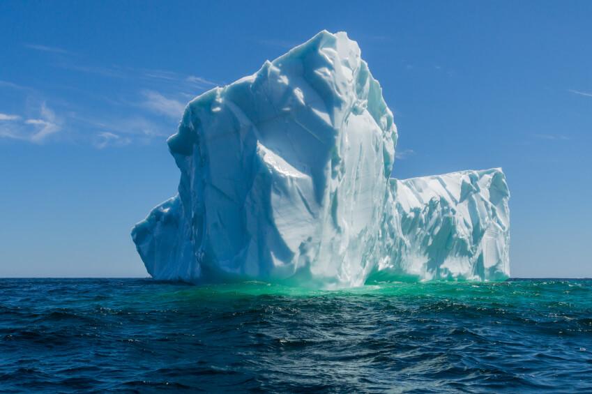 Un iceberg gigante podría sepultar a un pueblo entero de Groenlandia