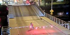 Relacionada ciclista cae