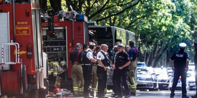 Alemania: apuñalan a 12 personas en un colectivo
