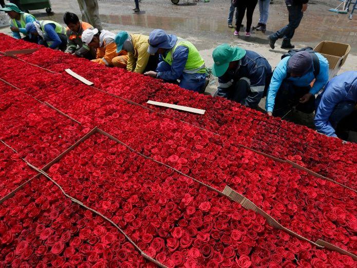 Locals prepare to pla x28057035x.jpg 539665225