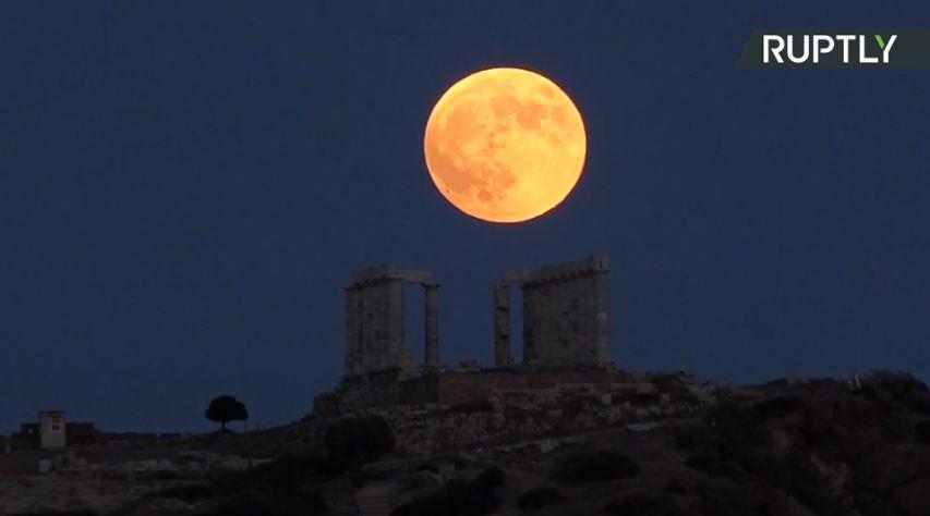 Llega la 'luna sangrienta', el eclipse lunar más largo del siglo XXI