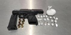 Relacionada pistola y 20 dosis