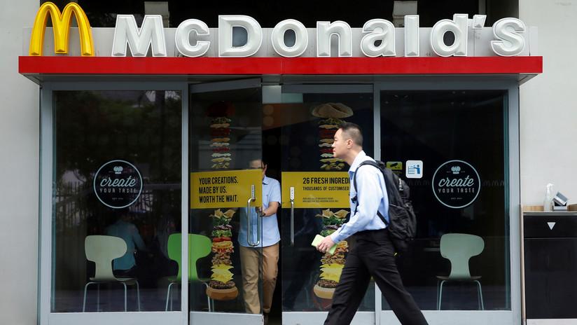 Por error McDonald's sirve solución de limpieza a embarazada