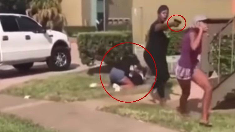 Madre defiende a su hija a mano armada