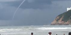 Relacionada tromba marina acapulco