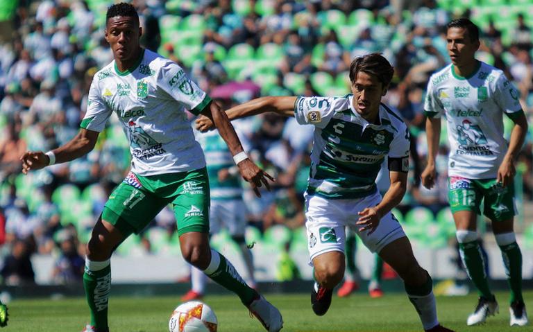 Golpeó el campeón: Santos Laguna tumbó a León y sigue peleando arriba