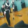 Thumb serpiente cae en plena reunion