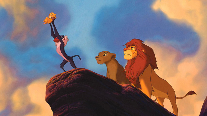 Mono recrea perfectamente famosa escena de 'El Rey León'