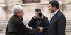 Relacionada amlo corral en palacio gobierno