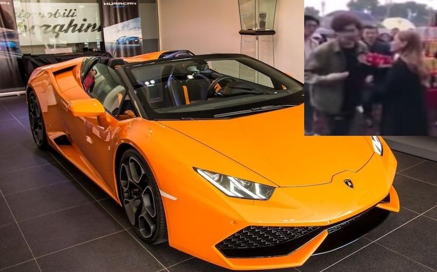 Le pide la mano comprándole un Lamborghini y ella lo rechaza