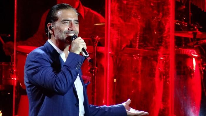 Alejandro Fernández enfurece en pleno concierto por difusión de video