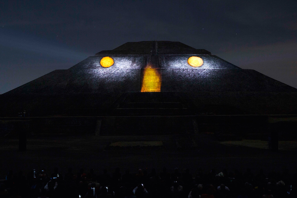 Impresionante as luci la experiencia nocturna for Espectaculo de luces teotihuacan 2018
