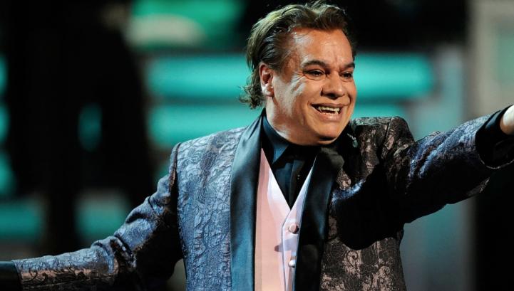 Juan Gabriel canta 'No tengo WhatsApp'