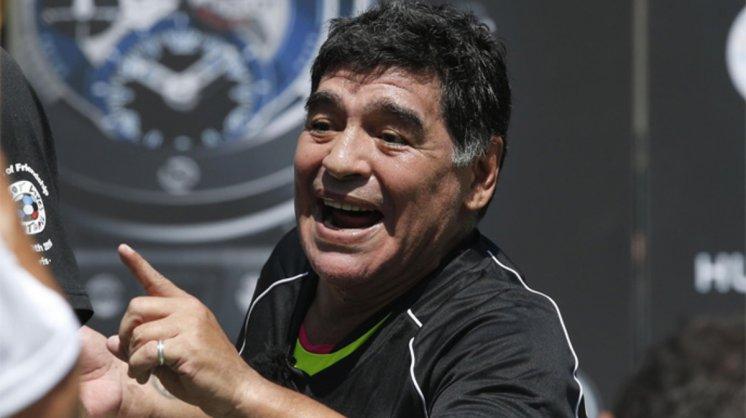 Homero Simpson le contestó a Diego Maradona, tratándolo de